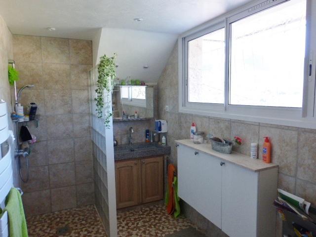 salle d'eau avec wc suspendu en rdj
